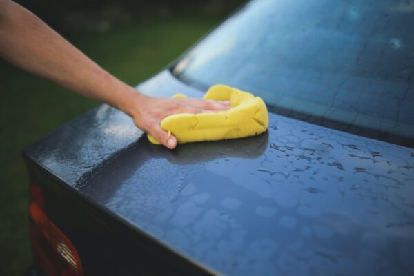 Hvad er den bedste måde at vaske sin bil?